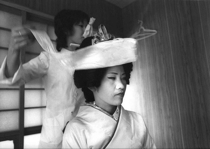 http://www.wochikochi.jp/english/relayessay/japanese-photography-sanfrancisco_02.jpg