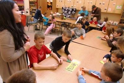 小学校訪問(折り紙を教える)CIMG1766.JPGのサムネール画像