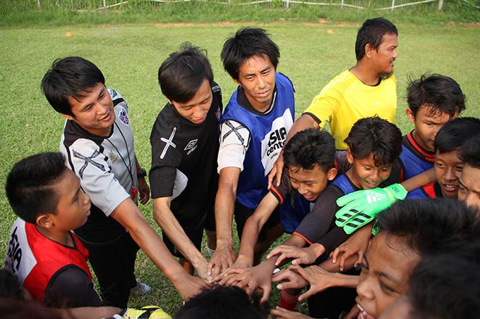 http://www.wochikochi.jp/report/japan-Indonesia-soccer_07.jpg