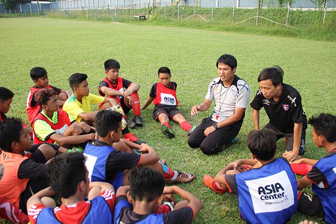 http://www.wochikochi.jp/report/japan-Indonesia-soccer_09.jpg