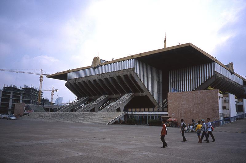 http://www.wochikochi.jp/special/architecture_cambodia01.jpg