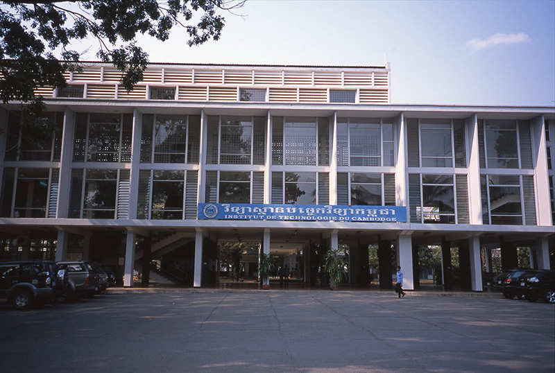 http://www.wochikochi.jp/special/architecture_cambodia09.jpg