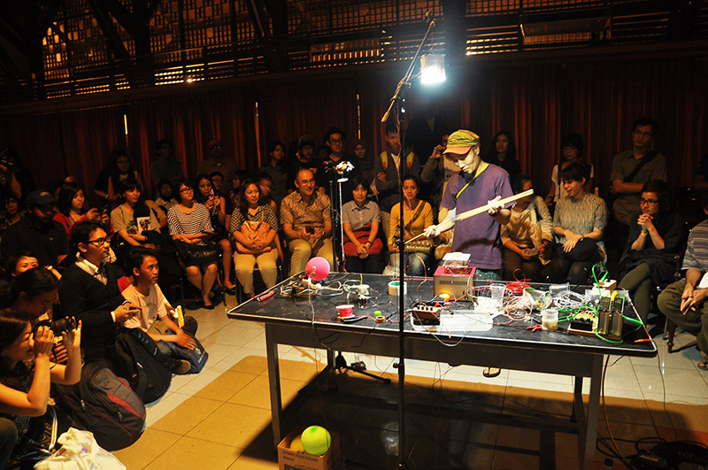http://www.wochikochi.jp/topstory/what_is_media_art04.jpg